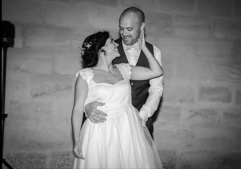 Réservez un rendez-vous Cours de valse pour votre ouverture de bal de mariage, valse mariage, valse avec papa, apprendre la valse viennoise et la valse lente avec un professeur de danse à Bordeaux, pessac, talenca. Cours de danse à Bruges, mérignac, Bouliac. Danse à Domicile, -50% service à la personne.
