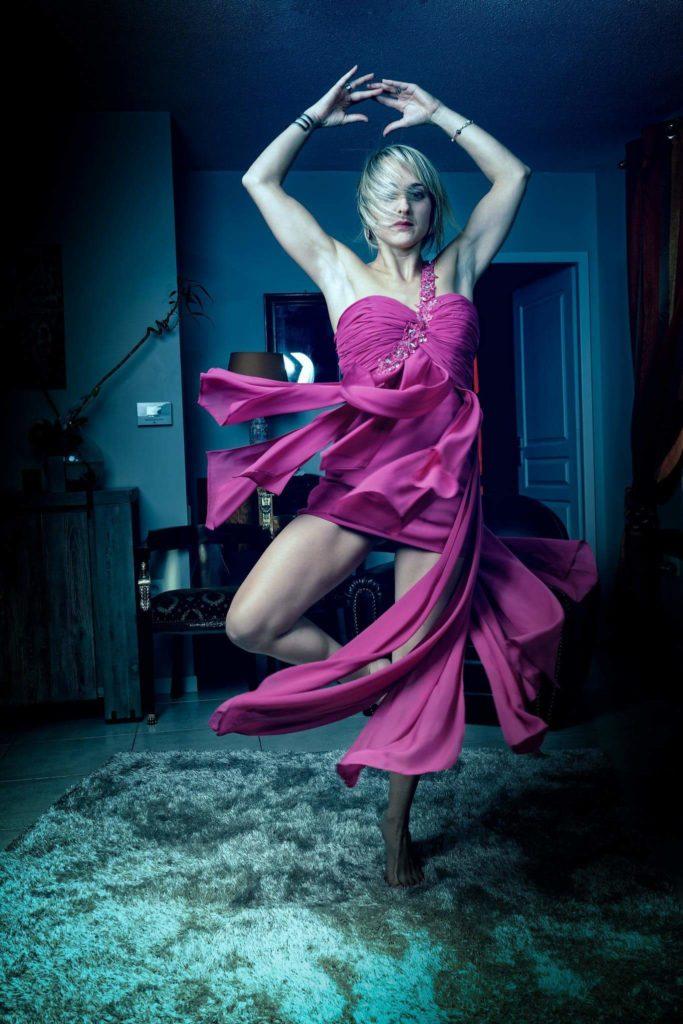 Apprendre à danser à domicile ou en salle avec Claire Sommet. Viladanse se déplace pour des cours de danse à domicile en gironde, à Pessac, talence, gradignan, Bègles, CUB... Apprentissage de la Valse, Rock, Tango, Salsa, remise à niveau, jeunes, séniors, mariage !