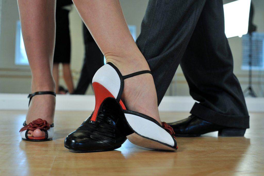 Cours de tango à bordeaux, à domicile, vous bénéficiez de 50% de déduction fiscale. Ou cours de danse de salon en salle privée à Talence ou proche Saint-andré-de-cubzac et libourne.