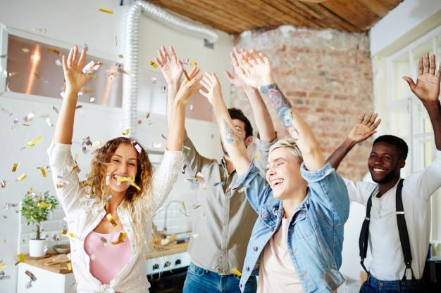 Danse surprise, Danse animation, danse cocktail, danses de salon, cours de rock, cours de danses de salon avecc Viladanse. Nos professeurs de danse se déplacent à Bordeaux et sa périphérie. Gironde, Libourne, Saint-André de Cubzac, Mérignac, Bruges, Pessac.