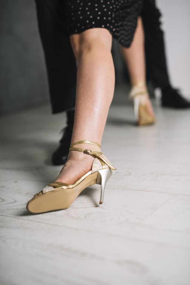 Apprendre à danser à domicile à Bordeaux - Gironde, Libourne. Les professeurs de danse de salon donnent des cours de danse, cours de rock, cours de salsa, cours de valse pour tous événements. Mariage, événementiel, entreprise, repas de valorisation.
