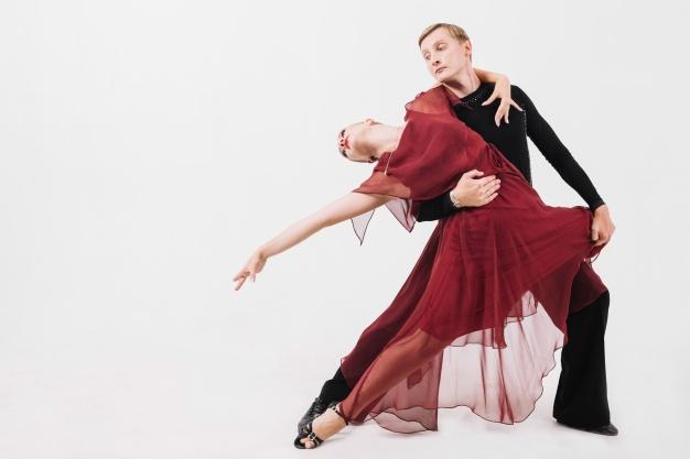 Cours de rumba à Bordeaux, Cours de danse de salon en Gironde, Bordeaux, Caudéran, bruges, mérignac, pessac, talence, bègles. Votre professeur de danse se déplace à domicile pour vous apprendre les danses de salon, rock, rumba, tango, valse pour tous vos événements et animations de danse. Ouverture de bal de mariage, danse en entreprise pour développer la cohésion de groupe, danse seniors, danse résidents en ehpad à Bordeaux.