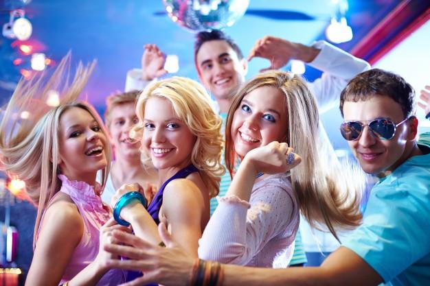 Animation de danse pour EVJF, animation de danse de salon en ehpad, en entreprise ou pour les particuliers. Cours de danse à Bordeaux, Pessac, Talence, Bruges, Caudéran, bouliac.