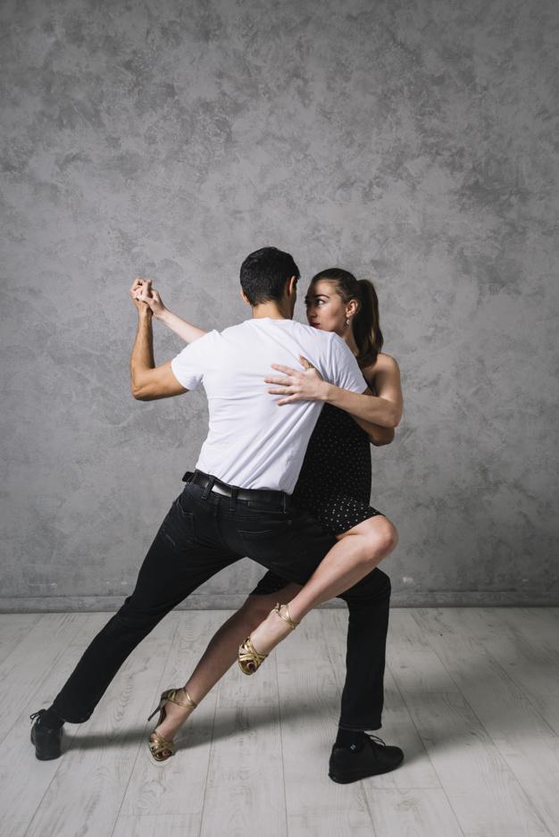 Cours de tango à domicile à Bordeaux métropole et sa périphérie. Votre professeur de tango se déplace à Bruges, caudéran, bouliac, pessac pour tous vos événements de tango. tango mariage, tango entreprise, tango seniors. Cours de tango bordeaux, cours de tango pour une ouverture de bal de mariage. A domicile, bénéficiez du servoce à la personne pour tous vos cours de danses de salon, cours de danse particuliers à domicile en gironde.