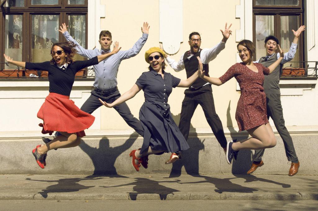 danse animation, cours de rock à Bordeaux, pessac, villenave d'ornon, talence, bègles. Rock en entreprise, rock pour toutes vos animations en Gironde. Teambuilding, danse événements avec Viladanse et tous nos professeurs de danse à domicile.