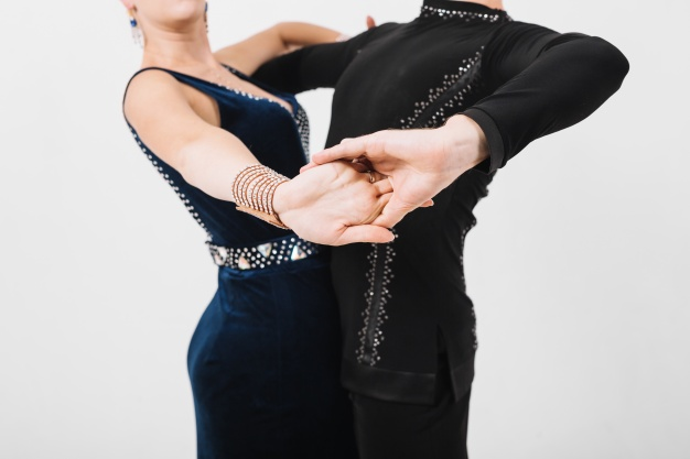 cours de danses de salon en entreprise, rock en entreprise, valse en entreprise, tango, cours de salsa en entreprise, danse de couple en teambuilding et tous autres événements. Viladanse propose des cours de danse et des animations à Bordeaux, Gironde, Libourne. Des professeurs de danse expérimentés et diplômés.