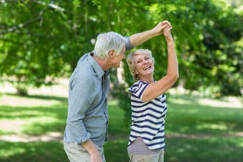 Danse pour les seniors à domicile ou en extérieur, vous pourrez bénéficier de 50% de déduction fiscale à valoir sur toutes les séances de danse à Pessac, Bouliac, Libourne, Talence.